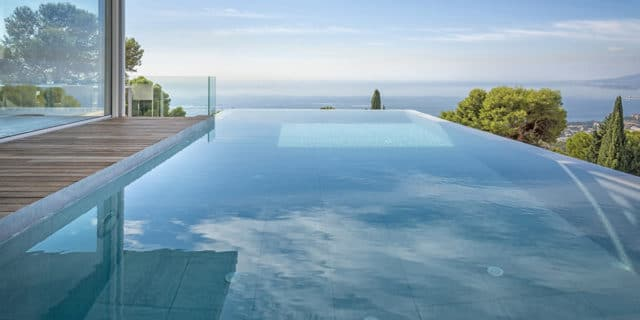 Venis: elegance and safety for swimming pools